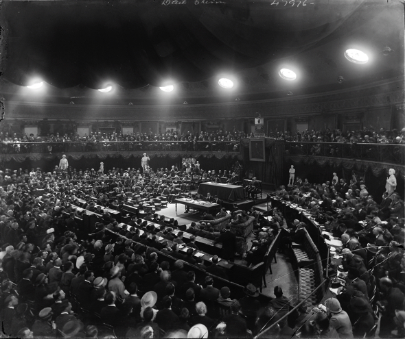 Photo of the Dáil meeting in the Mansion House, August 1921